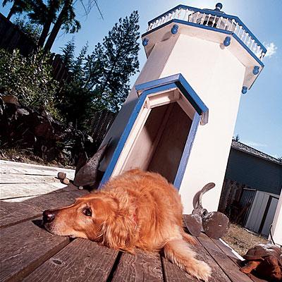 ヨーロッパ調のおしゃれな外観の犬小屋